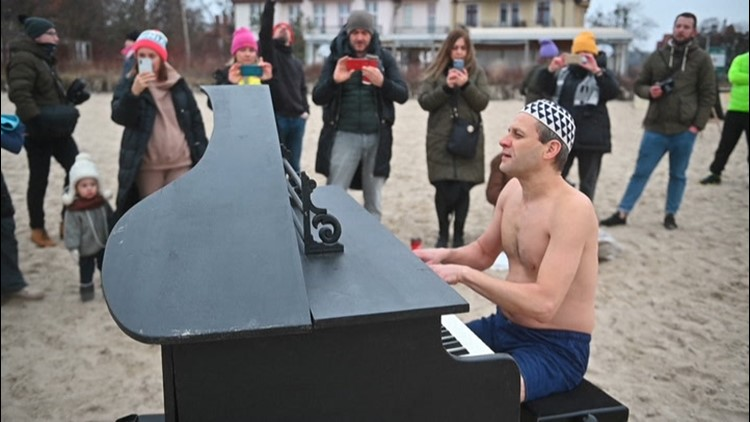 Polish pianist performs as swimmers take frosty dip for a good cause