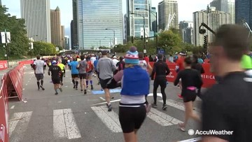 Chilly day for runners at the start of the Chicago Marathon