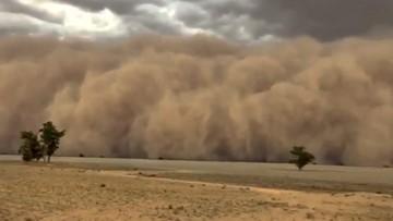 Cloud of dust rolls over the horizon
