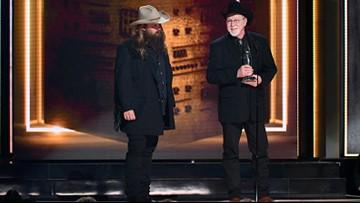 2018 CMA Awards: 'Broken Halos' wins Song of the Year