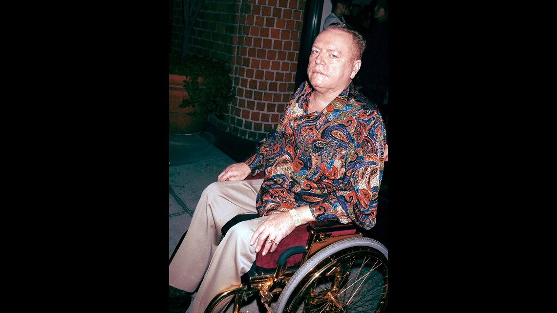 Hustler publisher Larry Flynt leaves Mr. Chows restaurant July 3, 2001 in  Beverly Hills, CA. (Photo by Getty Images)