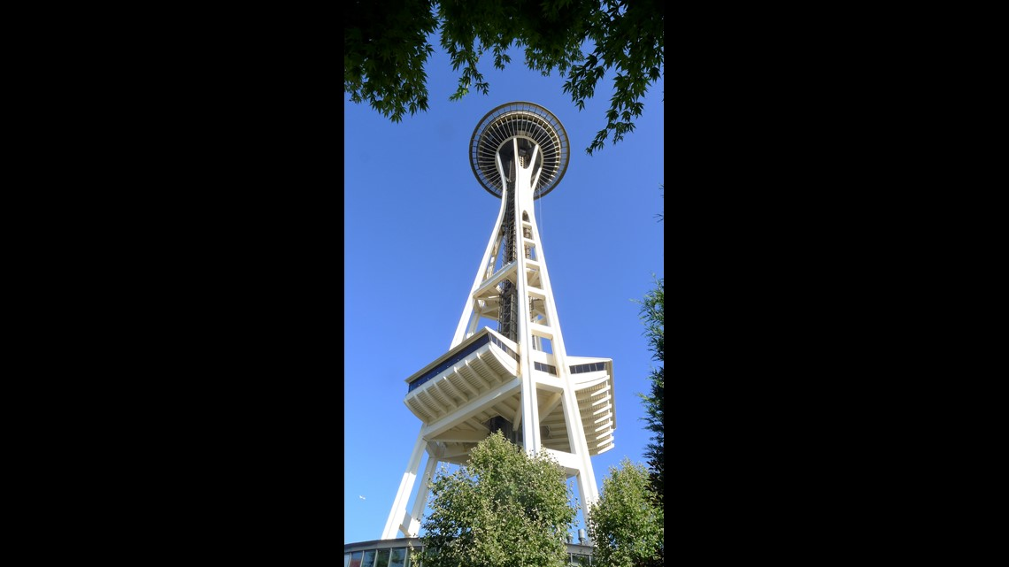 Seattle Space Needle wows visitors with new rotating glass
