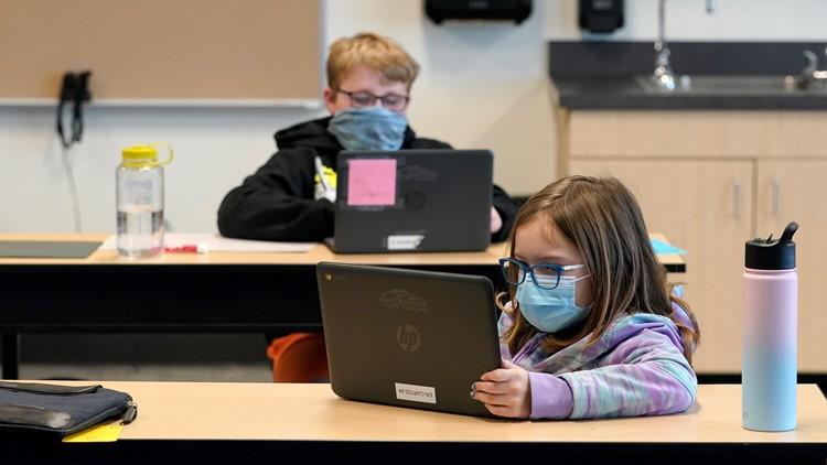 Los CDC recomiendan que las escuelas mantengan el requisito de cubiertas faciales