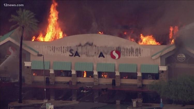 Vecindario de Phoenix se sigue recuperando después de que un incendio destruyera un supermercado