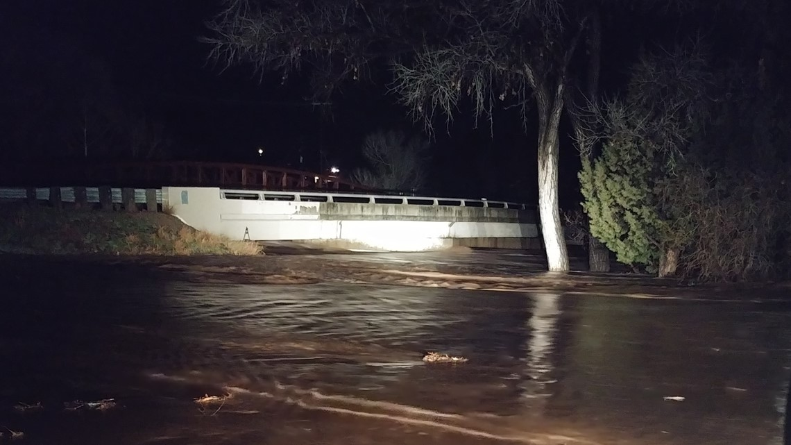 Flood watches, advisories remain in effect in Arizona Friday morning
