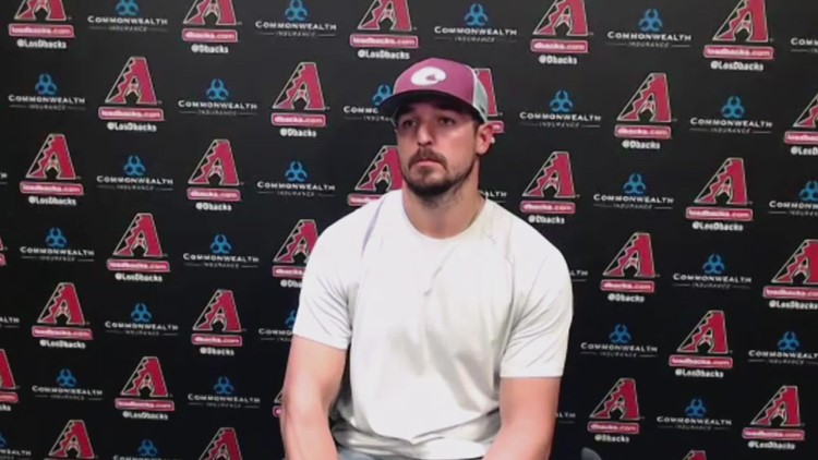Caleb Smith and Torey Lovullo react to foreign substance ejection