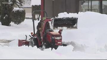 Record snow strands person in Payson