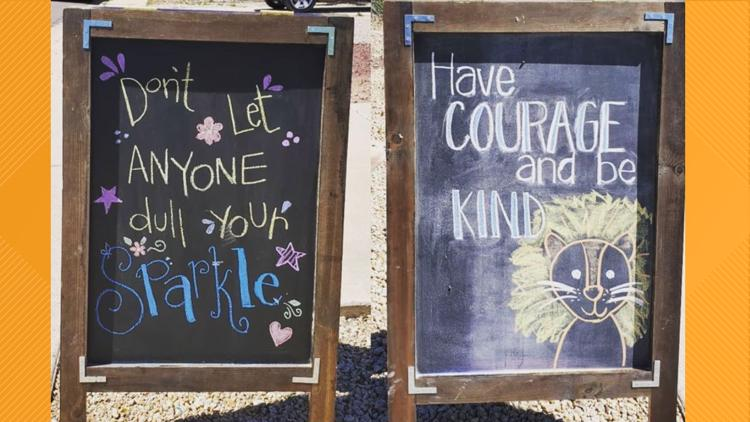 Mesa woman doodles to spread kindness