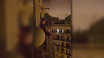 Former ASU football player sings opera to neighbors in Spain on lockdown