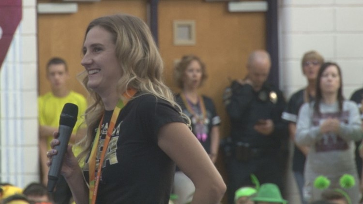 Watch: Phoenix native Allysa Seely wins gold in triathlon at Tokyo Paralympic Games
