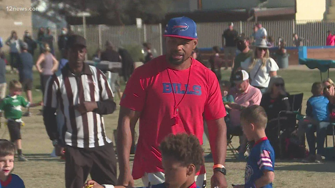 NFL taps former Cardinals LB Lorenzo Alexander to launch flag football league in Valley