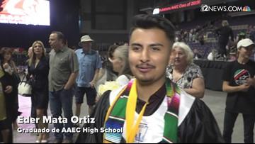 Graduados de AAEC con diploma de preparatoria, colegio y honores