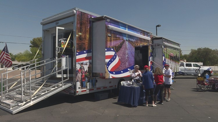 Wreaths Across America mobile exhibit makes stop in Phoenix