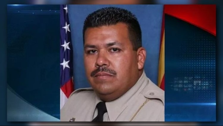 Arizona police officer shot by carjacking suspect dies