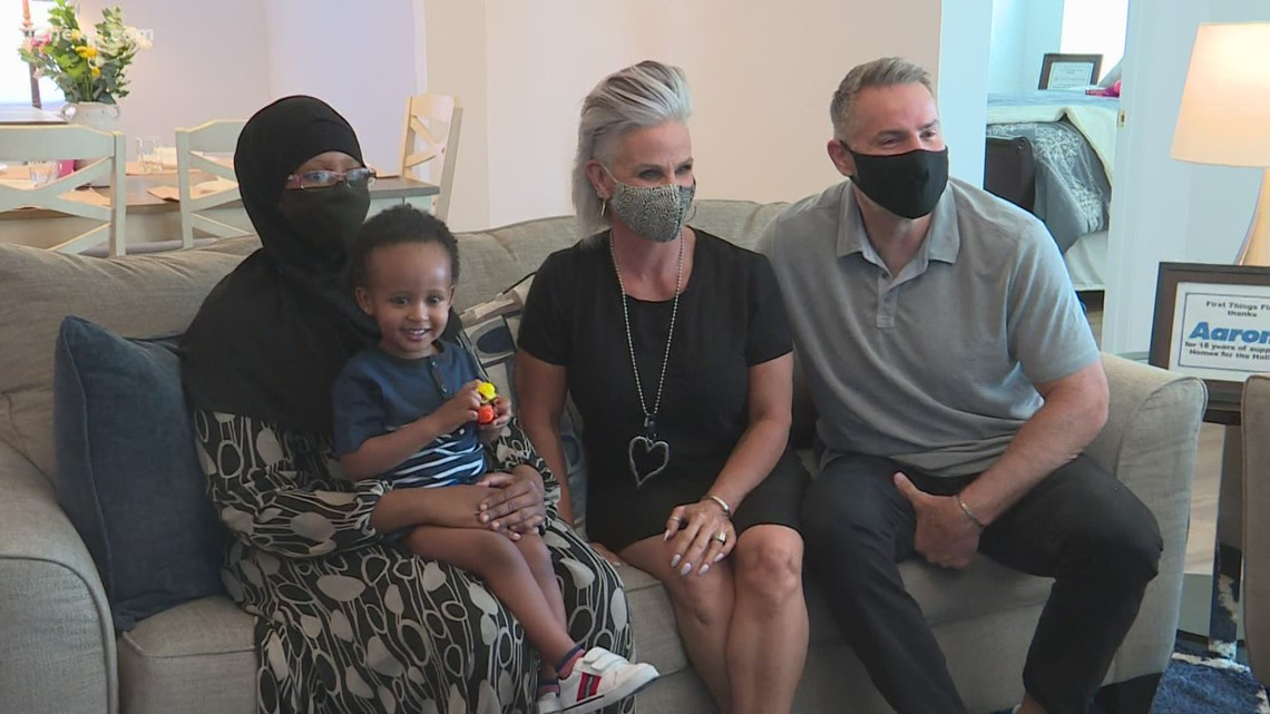 Kurt and Brenda Warner gift Valley mom a house for Mother's Day