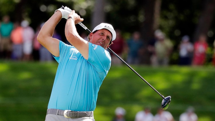 Phil Mickelson late to course for BMW Championship after lightning hits hotel