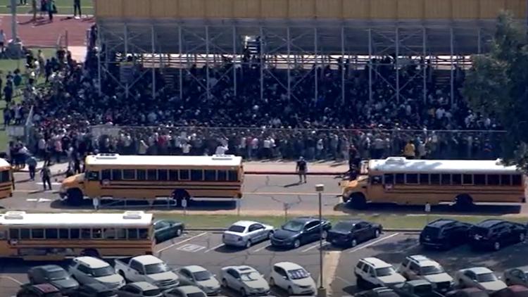 No se encontró ningún 'artefacto' en Mesa High School después de que los estudiantes fueron evacuados debido a una amenaza de bomba