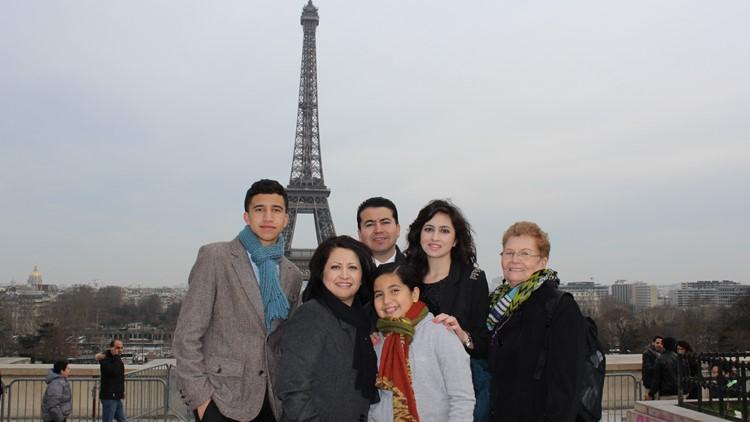 Familia Reina en París, Francia
