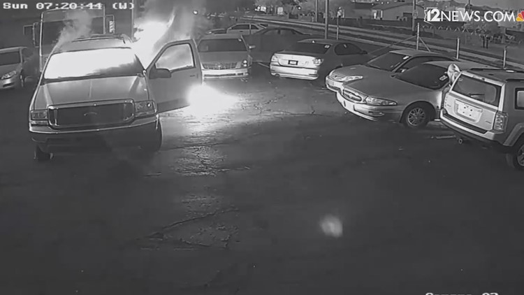 Police looking for man who set 5 cars on fire in Phoenix (video)