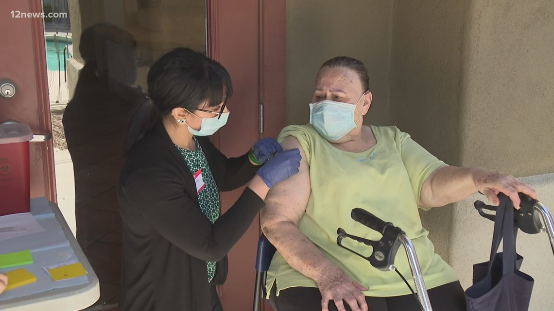 Maricopa County health officials helping seniors get COVID-19 vaccine