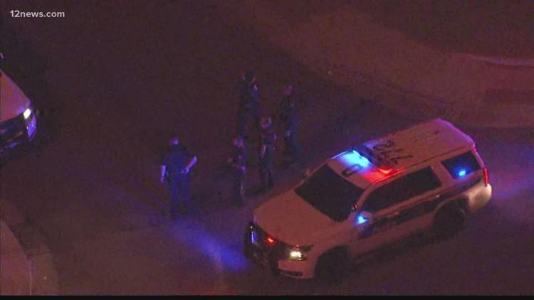 La policía de Phoenix publica imágenes de las cámaras corporales de sus agentes, en un incidente con un sospechoso que fue asesinado a tiros