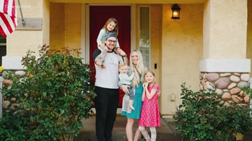Valley photographers take free family portraits, participate in 'Front Porch Project'
