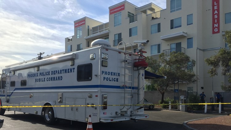 Suspect shot trying to break into apartment near 7th Street and Camelback