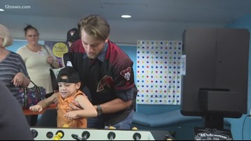 Diamondbacks players visit Phoenix Children's Hospital