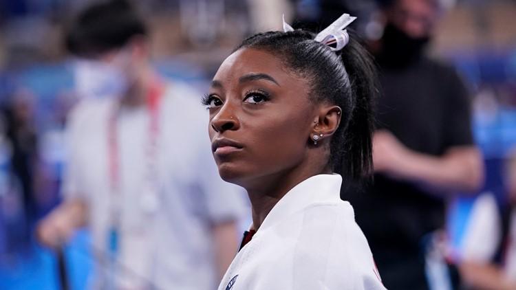 La campeona olímpica Simone Biles se retira de la final de gimnasia para proteger al equipo y a sí misma