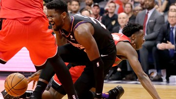 Oubre has surgery, Suns drop fourth straight, Ayton leaves game