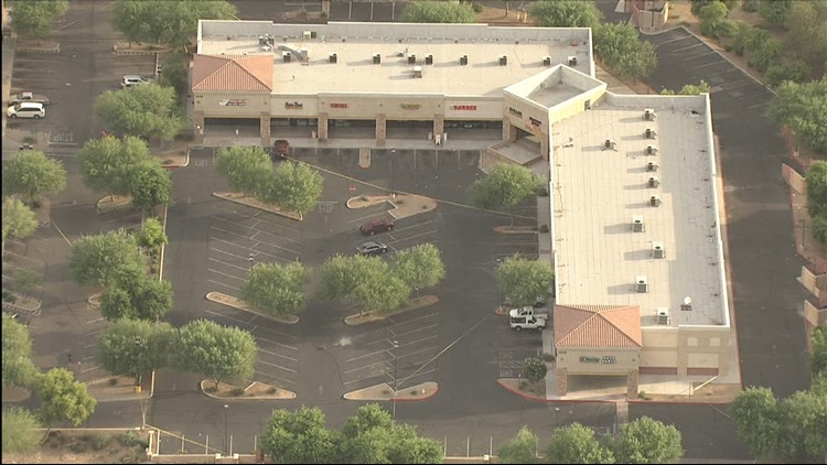 PD: Teen dead after being shot near Glendale shopping center