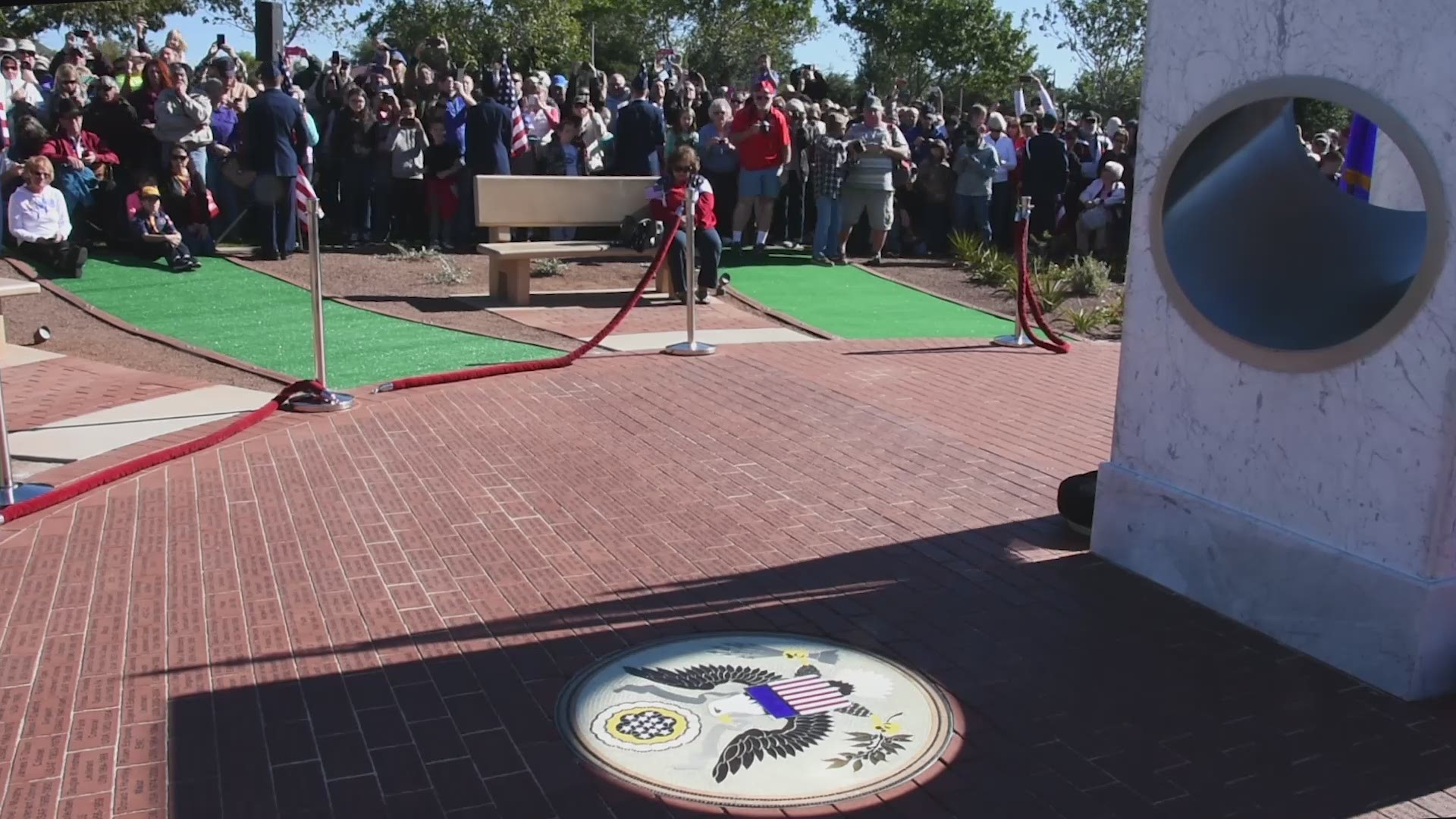 Watch This Veterans Memorial In Arizona Perfectly Sync At 11 11 On