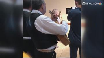 Sobreviviente de cáncer celebra con mariachis