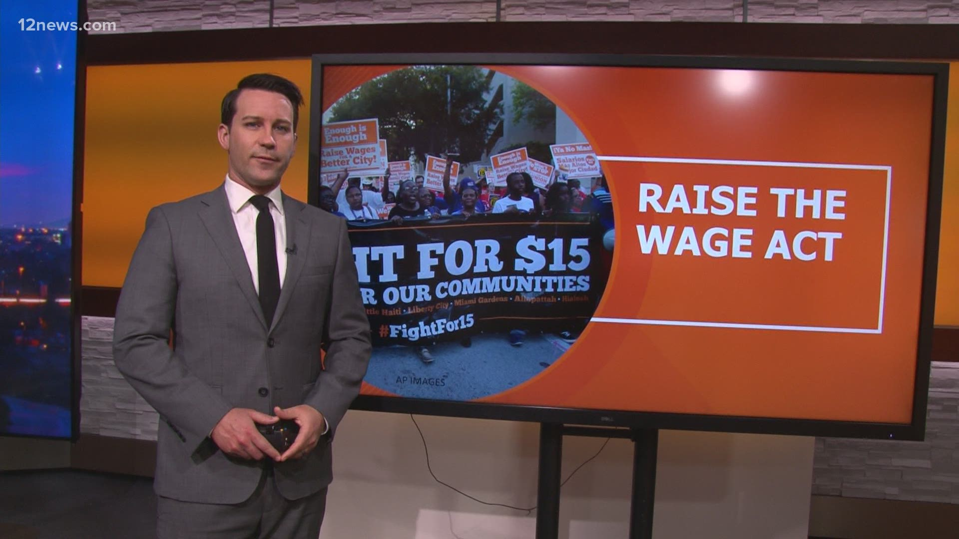 15 Minimum Wage Not Enough To Keep Arizonans Out Of Poverty Experts Say 12news Com