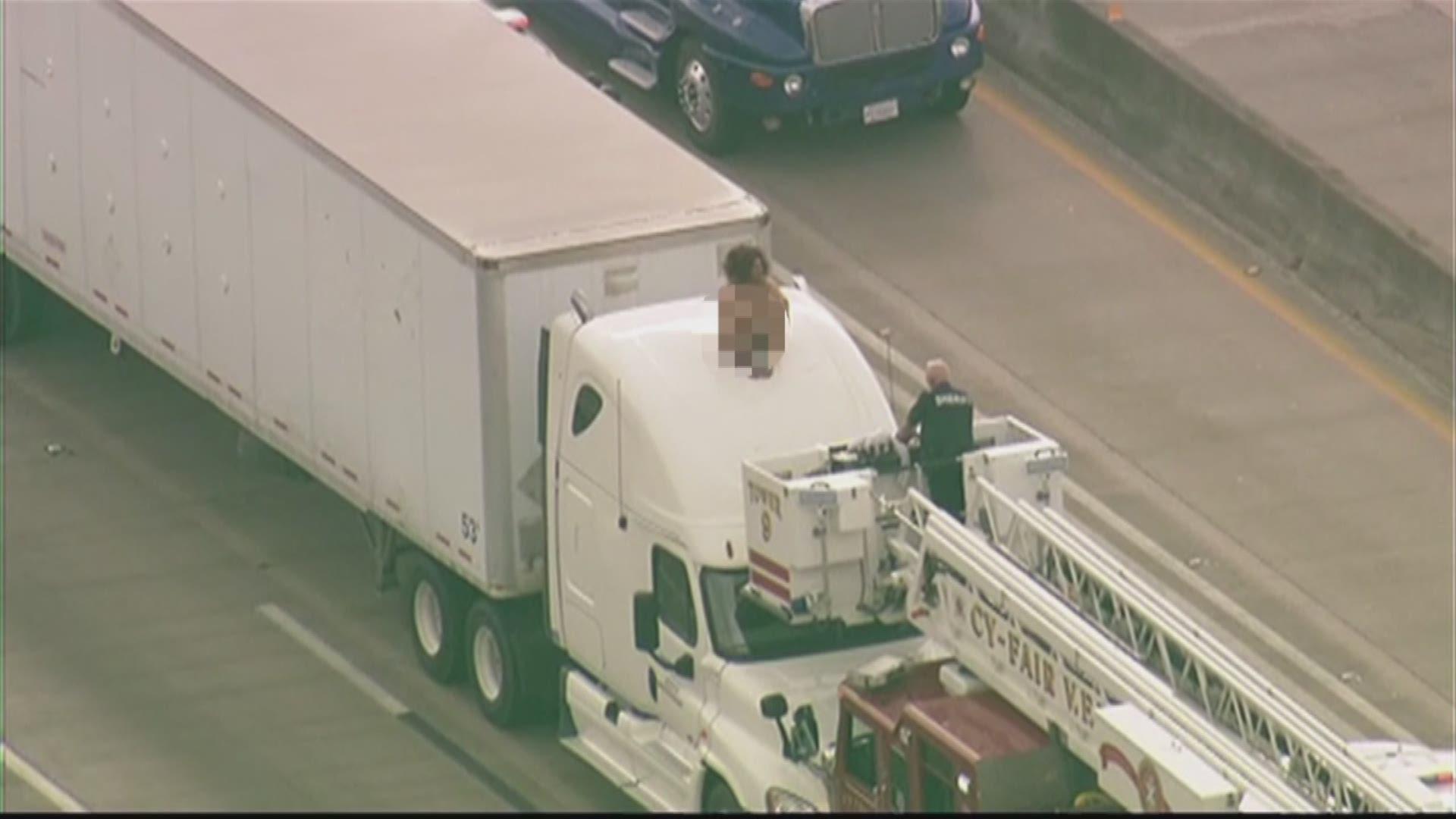 Naked, Dancing Woman Shuts Down Houston Highway - NewsOn6
