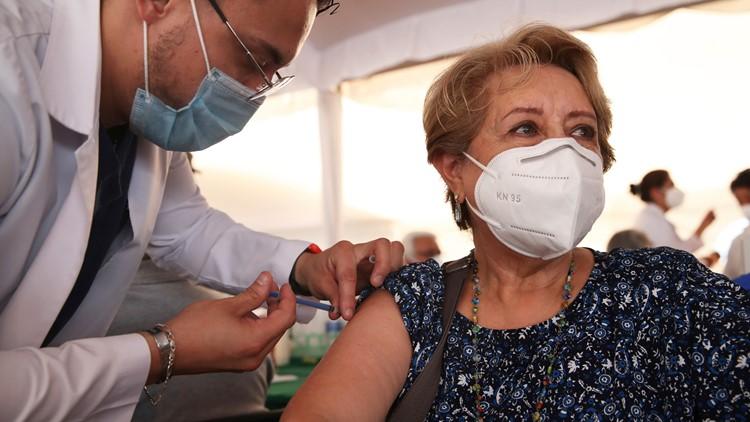 Una encuesta encuentra que el 42% de los que sufrían secuelas por COVID-19 habían mejorado después de recibir la vacuna